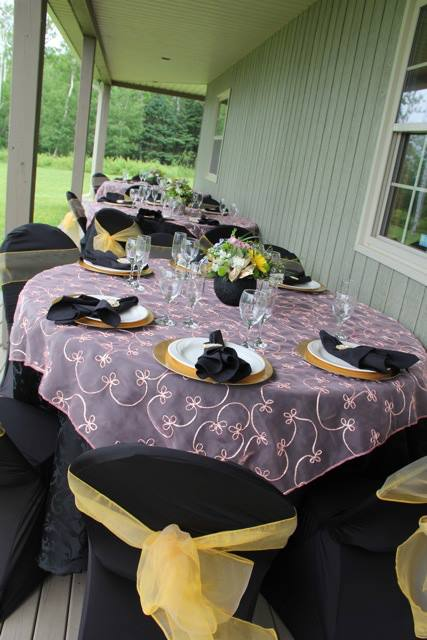 Black, Gold, & Pink Table Arrangement