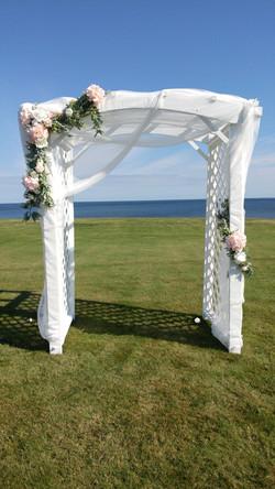 White & Rose Ceremony