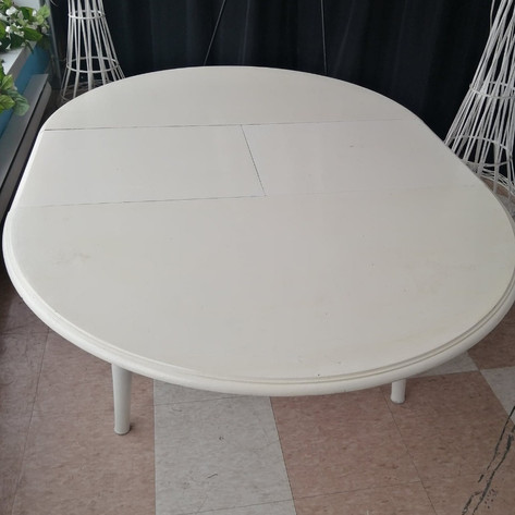 5ft Oval / 4ft Round Table