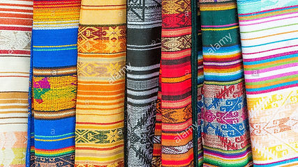 otavalo-market-traditional-colourful-tex