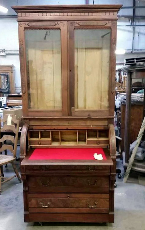 A Victorian secretary from the East Lake period circa 1870 made of walnut wood with burl walnut veneer inserts restoration.