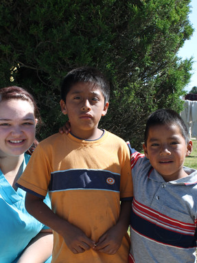 Lindsey with some cute kids in Guatemala