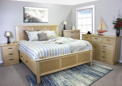 King Rail Storage Bed in Maple