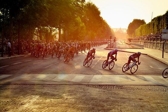 cyclists-601591_1920.jpg