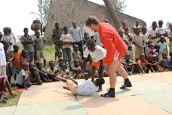ДЕТИ Африканских Великих Озер практикуют САМБО
