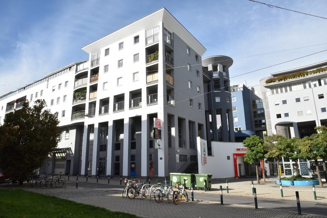 Außenansicht Gebäudefront Gaubekosme