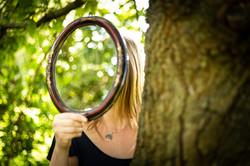 Christin mit Spiegel 1