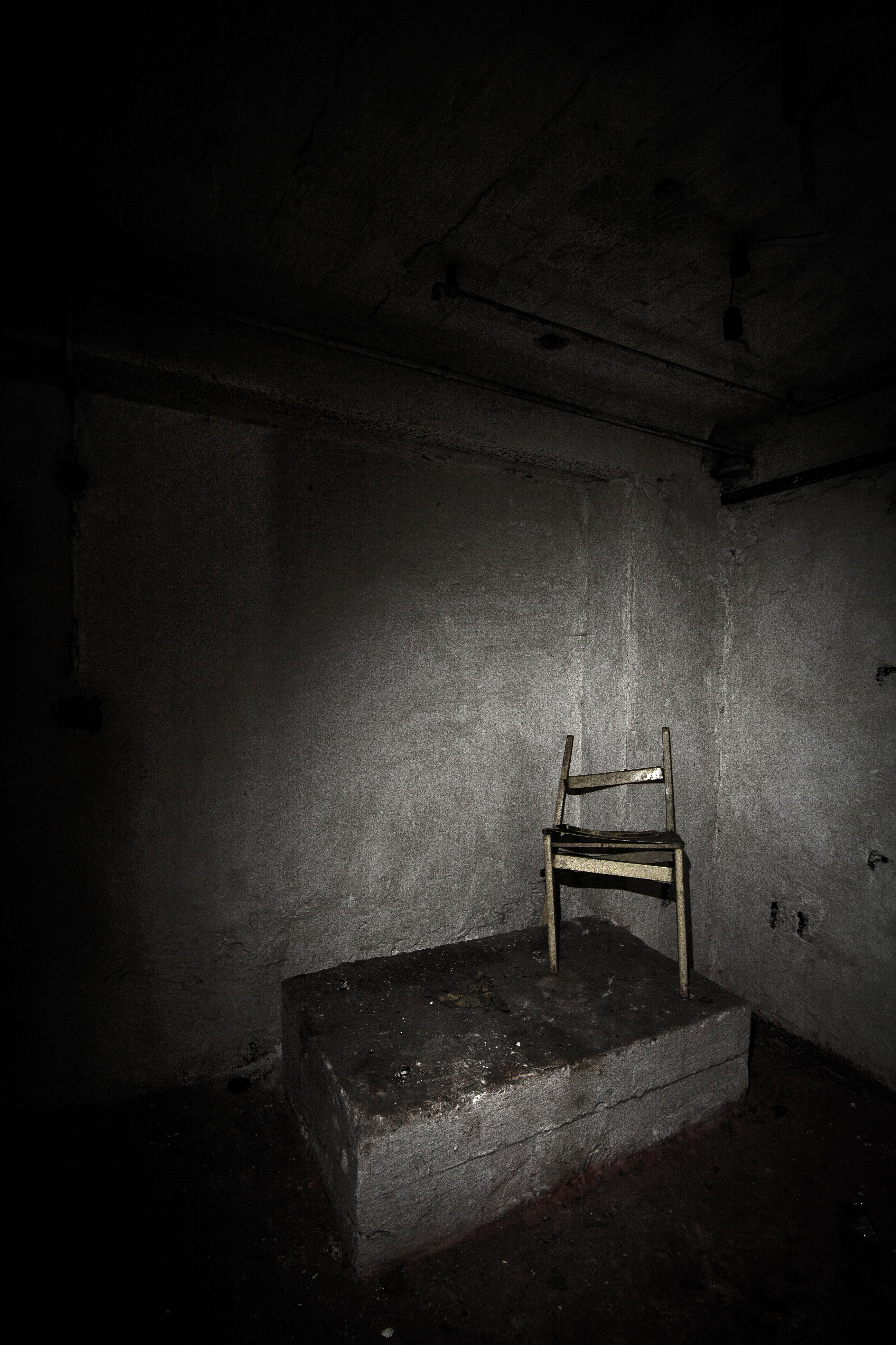Stuhl im Keller
