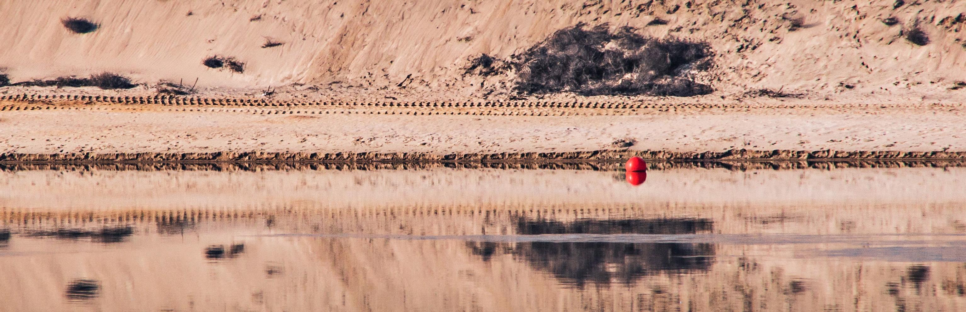 Sand, Wasser und Kugel