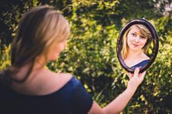 Christin mit Spiegel 2