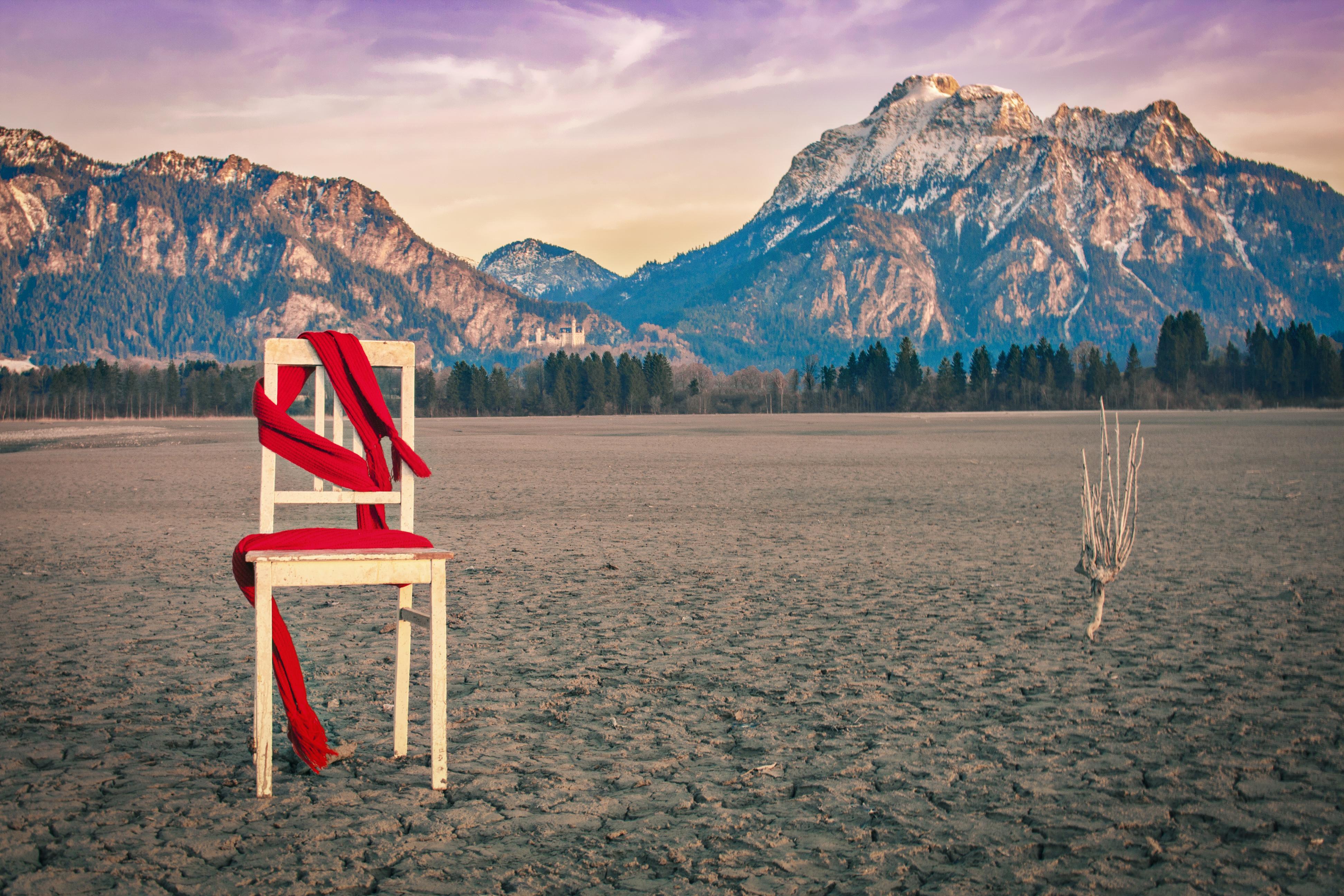 Stuhl, Schal und Schloss