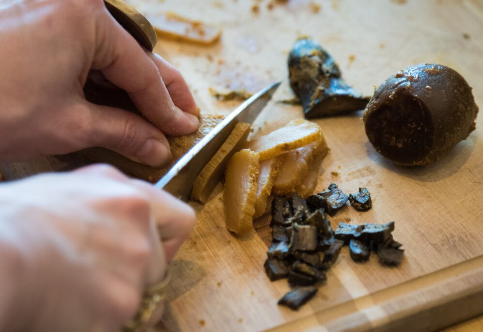 Slicing daikon, eggplant and pickling melon kasuzuke (sake lees pickles)