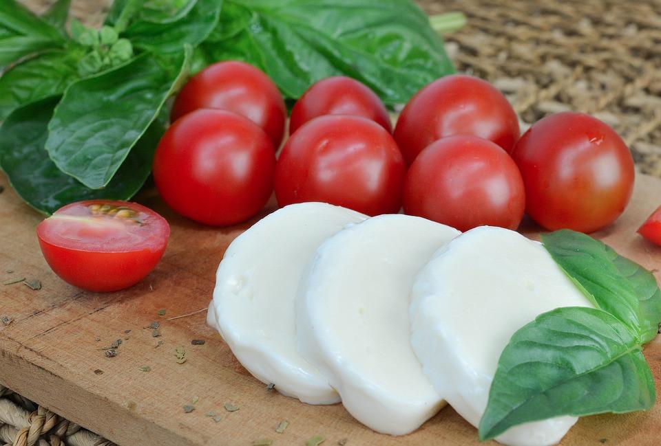 Tomatos, basil and mozzarella