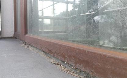 Okno wymagające renowacji