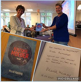 Overhandiging 'Een echte moeder' aan burgemeester van Gulpen-Wittem, mevrouw Nicole Ramaek