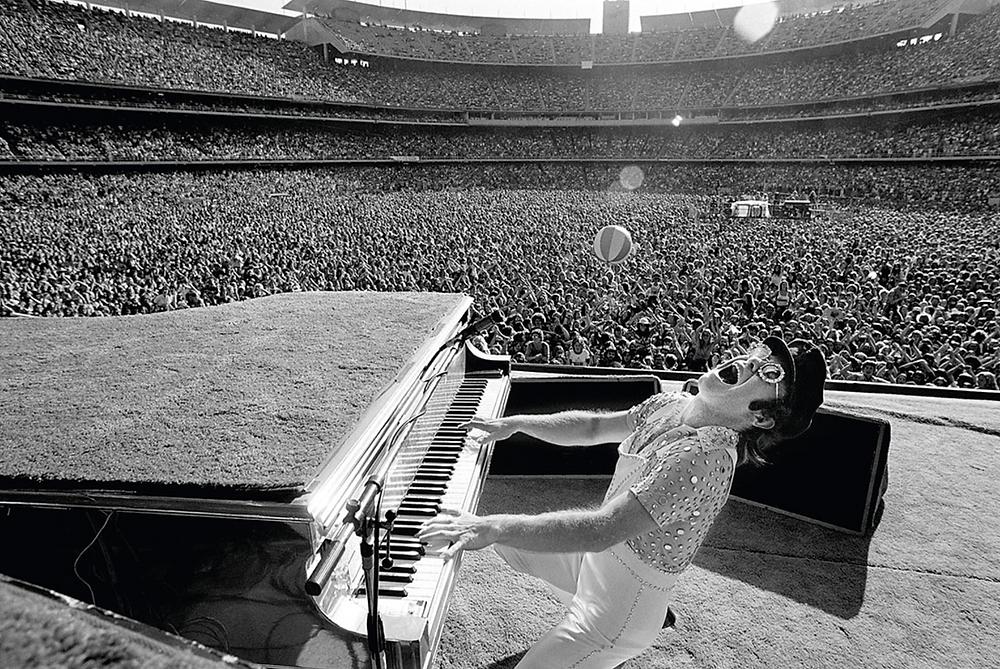 © Terry O'Neill - Elton John, 1975