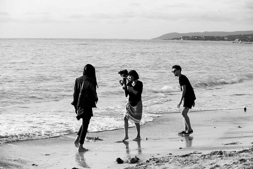 Videoclip E se ridi di Luca P. girato sulla spiaggia di Vada in slow motion e lip sync