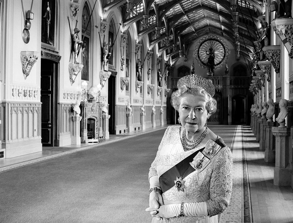 © Terry O'Neill - Regina Elisabetta II, 2001