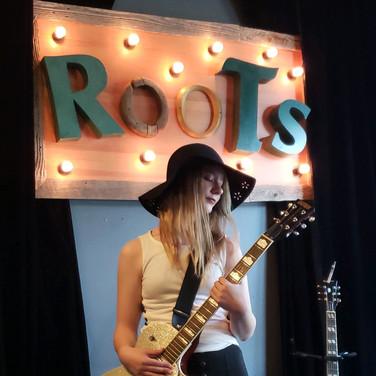 LIVE @ Roots