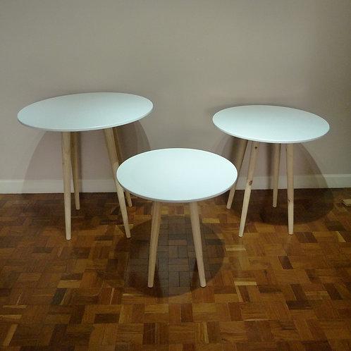 Trio de mesas brancas para aniversário curitiba - Aluguel de mesas redondas para festas em curitiba