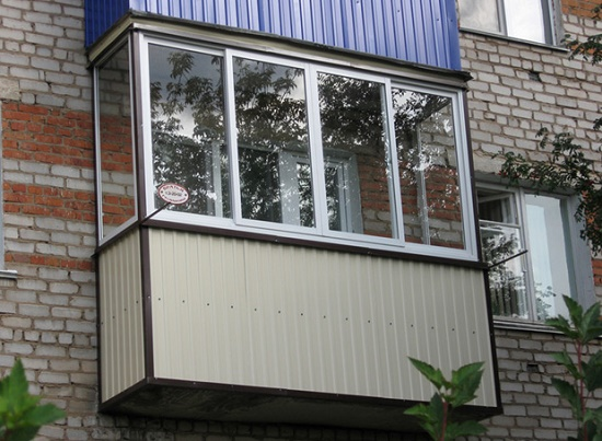 Отделка балкона металлом