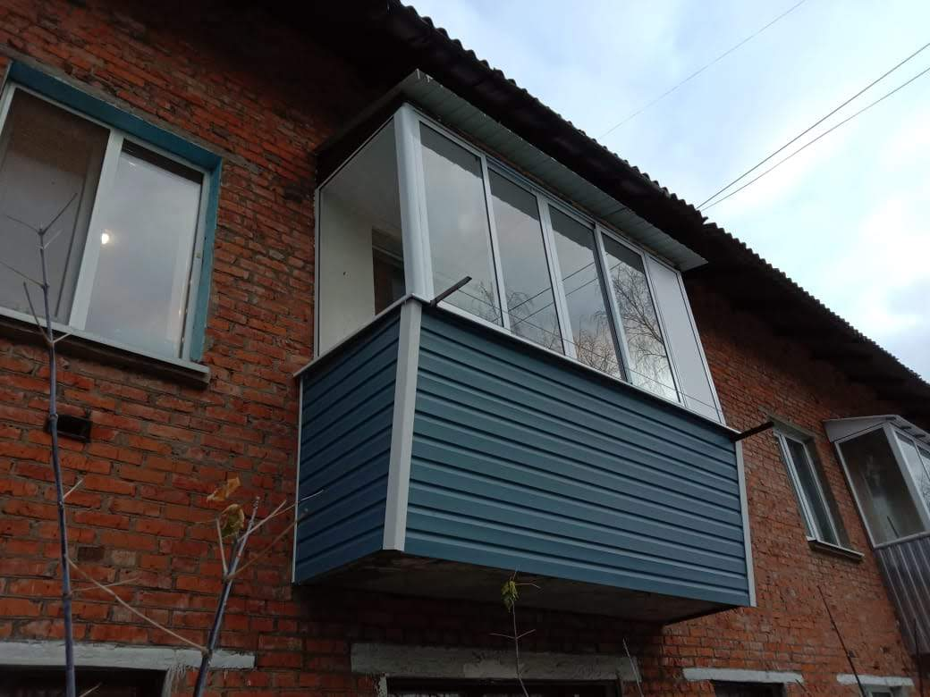 остекление балкона с выносом и крыше