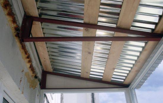 Крыша на балконе из оцинковки
