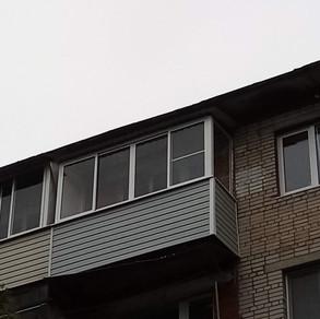 Остекление балкона в хрущевке с крышей на пятом этаже пос. Большевик Серпухов