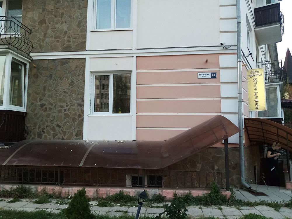 Остекление балкона 3 метра с отделкой серпухов весенняя