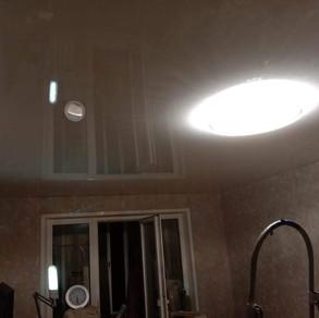 Глянцевый натяжной потолок в Серпухове