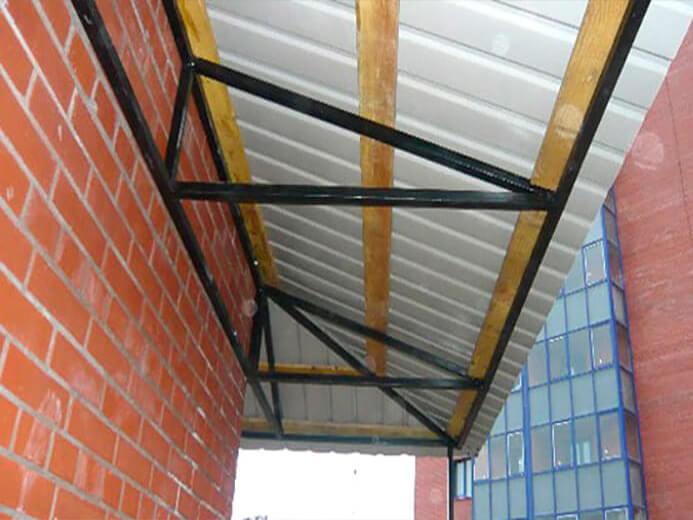 Крыша на балконе для алюминиевых око
