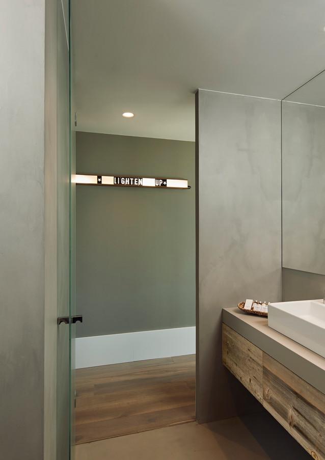 Dali Room Bathroom.jpg