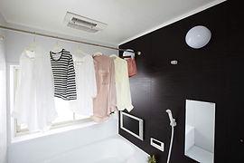 浴室暖房乾燥機衣料乾燥使用イメージ(斜め)_S.jpg