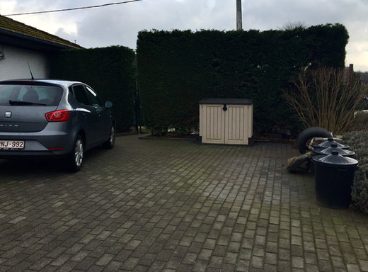 private parking at HAPPISKIN - privé parking bij HAPPISKIN - next to, naast de SEAT