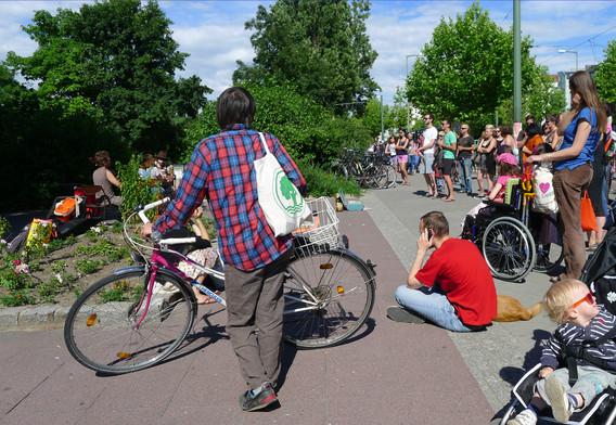 체크무늬남자와 자전거,빨간옷남자,ᄂ