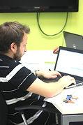 צוות אינפובייס מטמיע תוכנה לניהול עסק