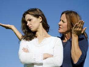 Os relacionamentos tóxicos de mães com ciúmes de suas filhas