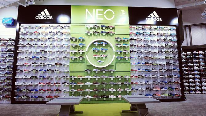 Adidas anuncia el cierre tiendas físicas