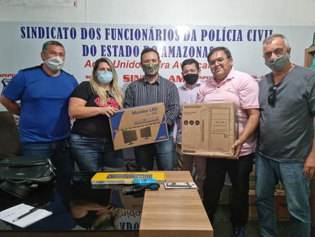 SINPOL FAZ DOAÇÃO DE COMPUTADOR PARA A PERMANÊNCIA DA DELEGACIA INTERATIVA DE ITACOATIARA-AM