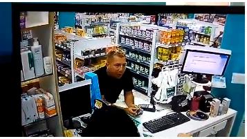 PC-AM pede o apoio da população para identificar e prender trio procurado por furto em drogaria