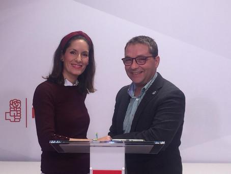 Paco Huertas, secretario general del PSOE Andújar presenta a la candidata socialista Nuria Gómez