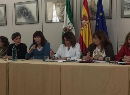"""Susana Díaz se reúne con asociaciones de mujeres y ong's para abordar el """"caos financiero"""" provocado"""