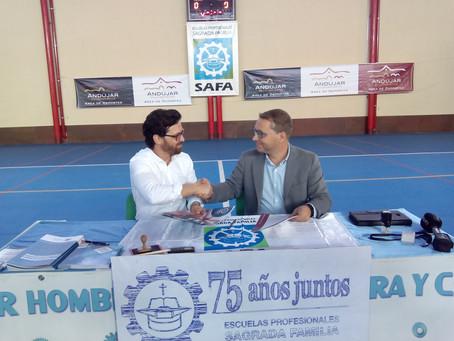El Ayuntamiento y SAFA firman un convenio de colaboración para la cesión del pabellón cubierto del c