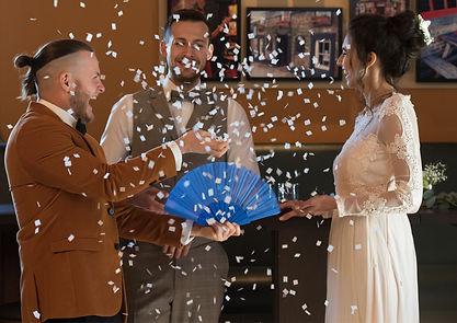 Magier Steasy verzaubert und bespaßt in Aschaffenburg das Brautpaar