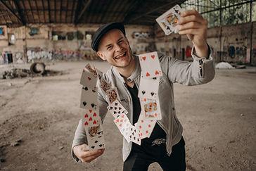 Zauberer Steasy in Frankfurt begeistert mit magischer Persönlichkeit