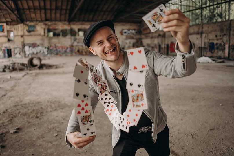 Close Up Zauberer Steasy aus Frankfurt: EIn Garant für Unterhaltung