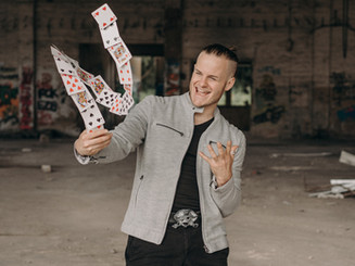 Steasy versprüht positive Energie als Zauberer in Frankfurt