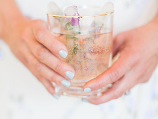 PINTEREST-WORTHY COCKTAILS WITH LAVENDER INFUSED ICE CUBES