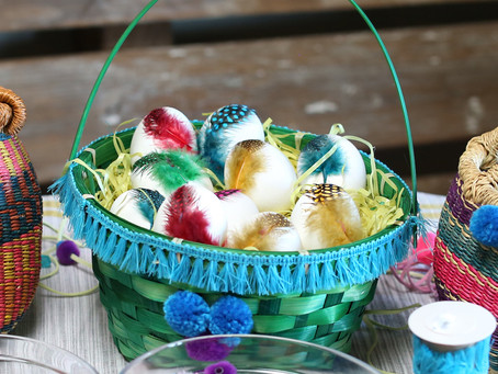 DECORATIVE FEATHER EASTER EGGS