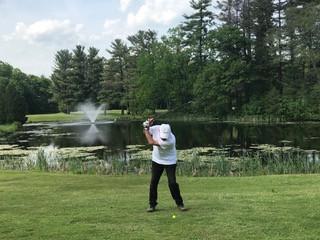 Tanyeli's husband golfing